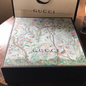 Original Gucci box for tote